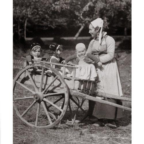 Photo d'époque Enfance n°03 - enfants dans une charrette