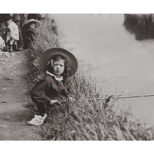 Photo d'époque Enfance n°04 - pêche - photographe Victor Forbin