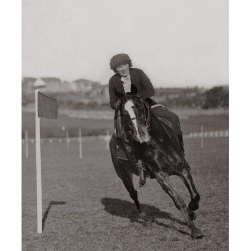 Photo d'époque Equitation n°10 - photographe Victor Forbin