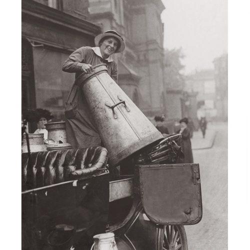 Photo d'époque commerce n°13 - Livreuse de lait - Angleterre - photographe Victor Forbin