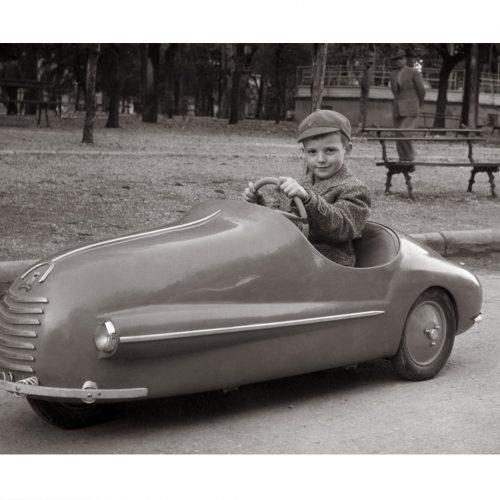 Photo d'époque Enfance n°07 - petit garçon voiture