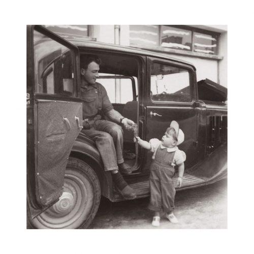 Photo d'époque Tendre Enfance n°17 - enfant voiture