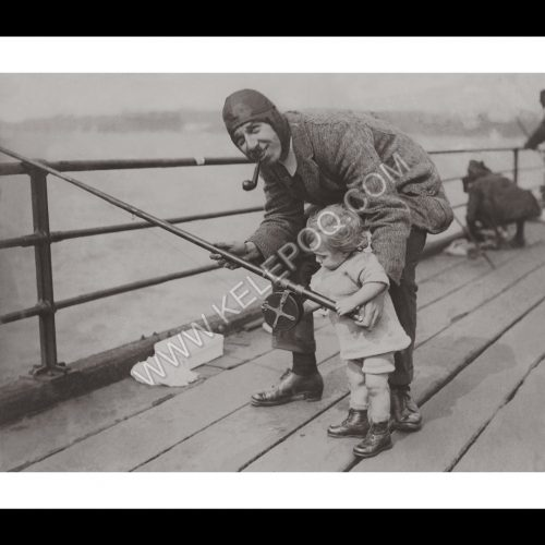 Photo d'époque tendre enfance n°16 - pêche - photographe Victor Forbin