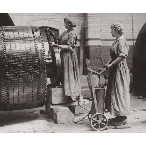 Photo d'époque métiers n°24 - femmes dans verrerie St Helens Glass - Angleterre