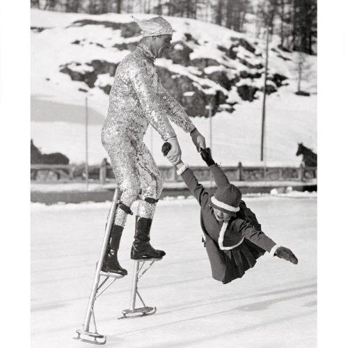 Photo d'époque montagne n°80 - patins à glace sur échasses
