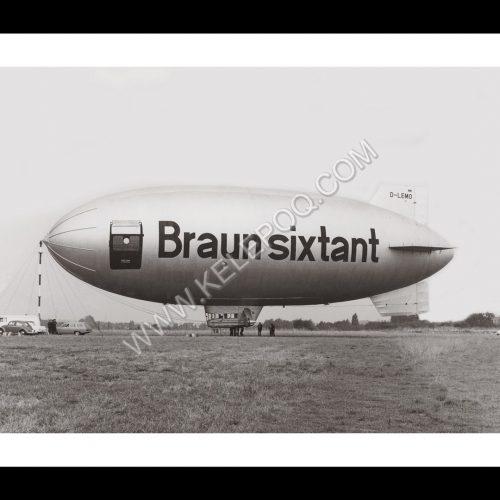 Photo d'époque dans les airs n°05 - ballon dirigeable publicitaire