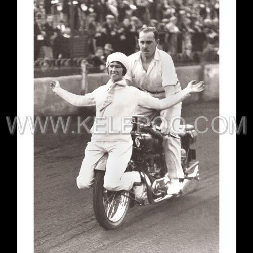 Photo d'époque cycles n°42 - accrobaties à moto - Angleterre