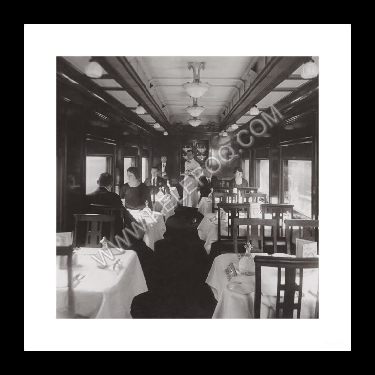 Photo d'époque locomotive n°04 - wagon restaurant train Canada - Photographe Victor Forbin