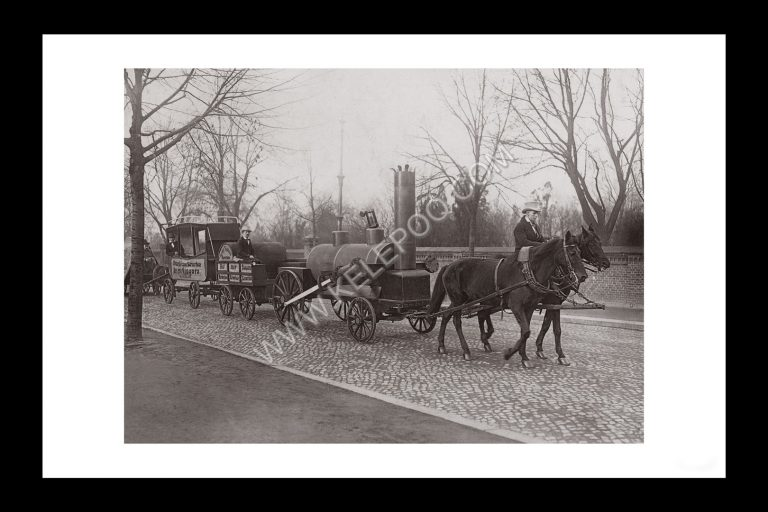 Photo d'époque locomotive n°05 - premier train datant 1825 présenté pour le centenaire du chemin de fer