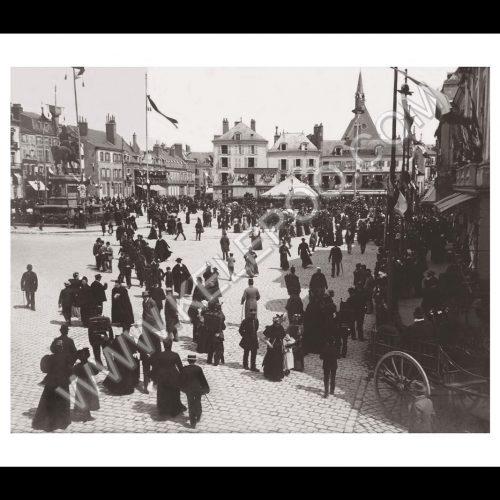 Photo d'époque Orléans n°01 - Place du Martroi
