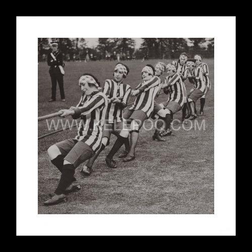 Photo d'époque sport n°49 - tir à la corde - photographe Victor Forbin