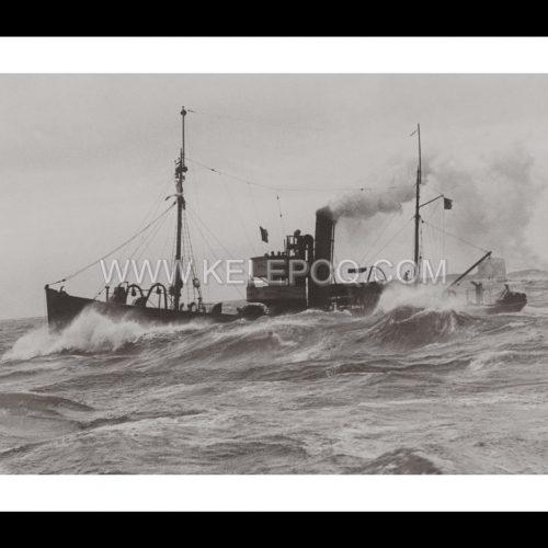 Photo d'époque sur l'eau 10 - dragueur de mine Royal Navy