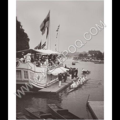 Photo d'époque sur l'eau n°02 - bateau à roue et avirons