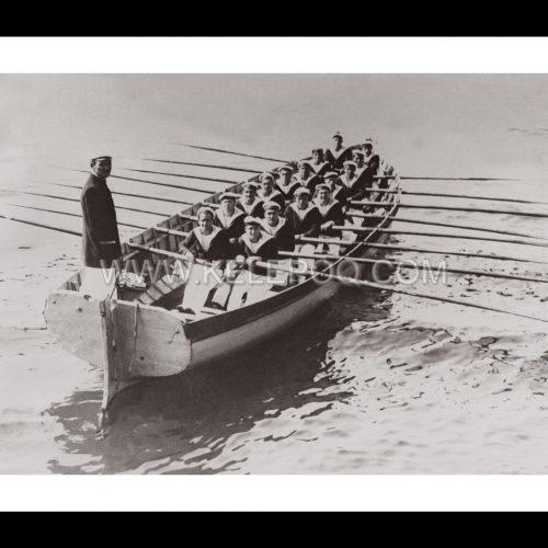 Photo d'époque sur l'eau n°21 - équipage marins barque