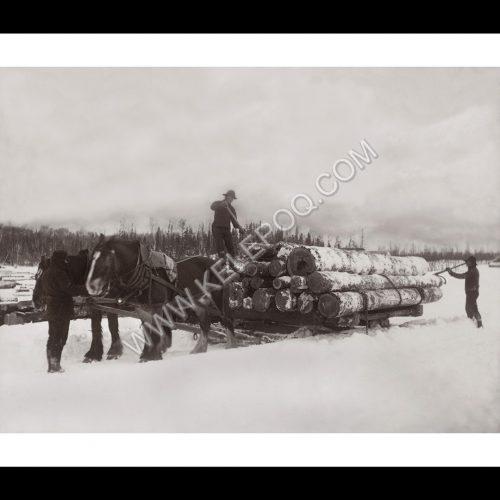 Photo d'époque montagne n°91 - chargement de bois au Canada en 1918