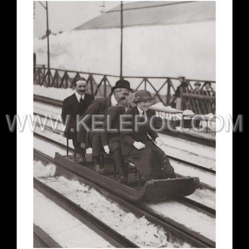 Photo d'époque montagne n°93 - princesses Victoria et Helena en luge à White City - Londres