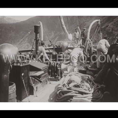 Photo d'époque sur l'eau n°27 - équipage marins voilier