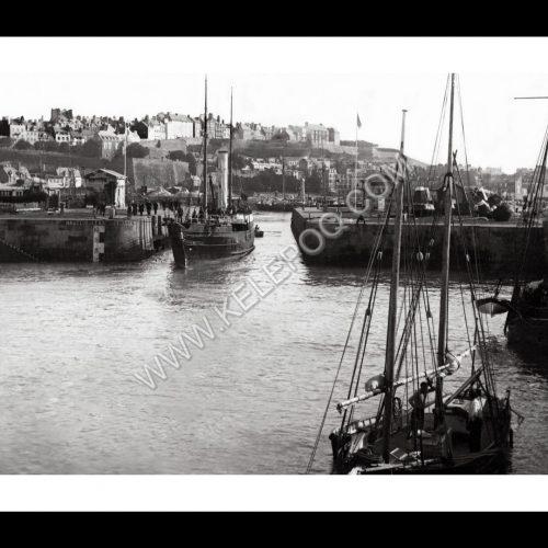 Photo d'époque Granville n°06 - Sortie du bateau de Jersey