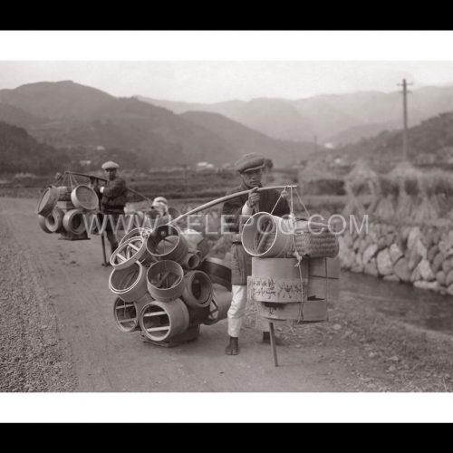 Photo d'époque voyage n°03 - marchands de tamis