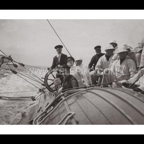 Photo d'époque sur l'eau n°30 - voilier de course Shamrock IV - Coupe de l'America 1914