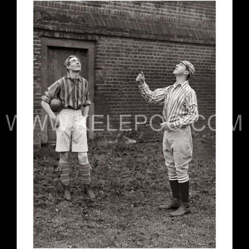 Photo d'époque sport n°56 - wall game - Eton College - pile ou face - photographe Victor Forbin