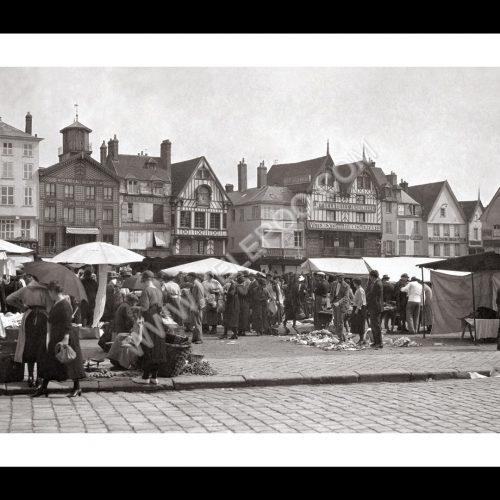 Photo d'époque Beauvais n°01 - Place du commerce - 1920