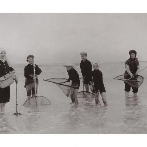 Photo d'époque mer n°57 - pêche à la crevette - Baie de somme - 1909