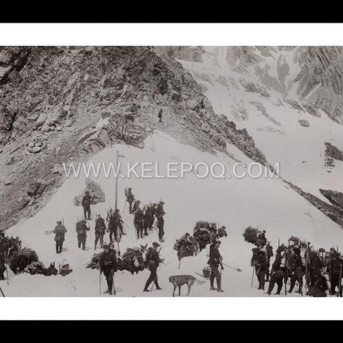 Photo d'époque Montagne n°100 - Chasseurs alpin montant le col de Freissinières