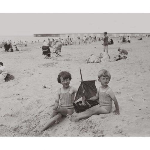 Photo d'époque enfance n°25 - jeux de plage