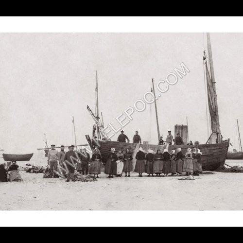 Photo d'époque Pêche n°83 - Nettoyage des filets de pêche - Mer du Nord