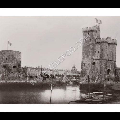 Photo d'époque La Rochelle n°01 - entrée du vieux port et vue sur la porte de la Grosse-Horloge