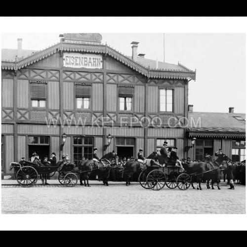Photo d'époque Luxembourg n°01 - calèches royales devant la Gare - 1893 - photographe Charles Bernhoeft