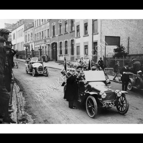 Photo d'époque Luxembourg n°07 - Rallye sur la route d'Arlon, près de la place de l'étoile - 1919