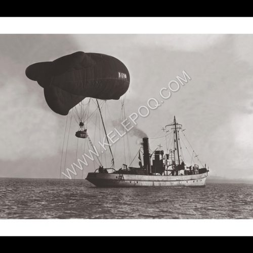 Photo d'époque Dans les airs n°28 - ballon dirigeable d'observation attaché à un navire