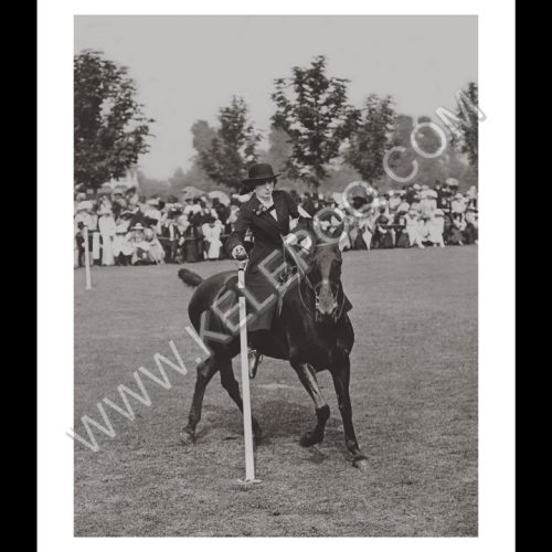 Photo d'époque Equitation n°64 - Miss Walker - début du horse ball - Ramalagh Ladies Club Sports