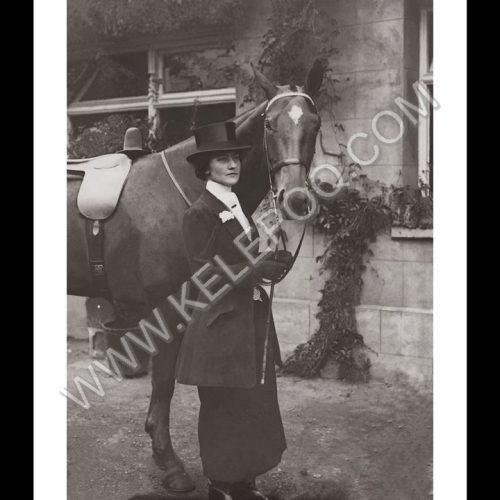 Photo d'époque Equitation n°65 - cavalière avec son cheval