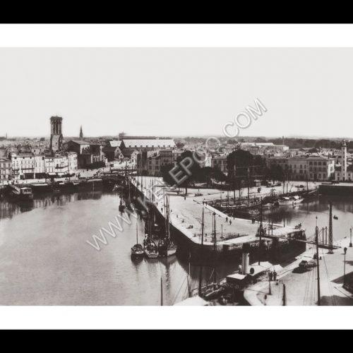 Photo d'époque La Rochelle n°02 - port avec vue sur l'église des Marins