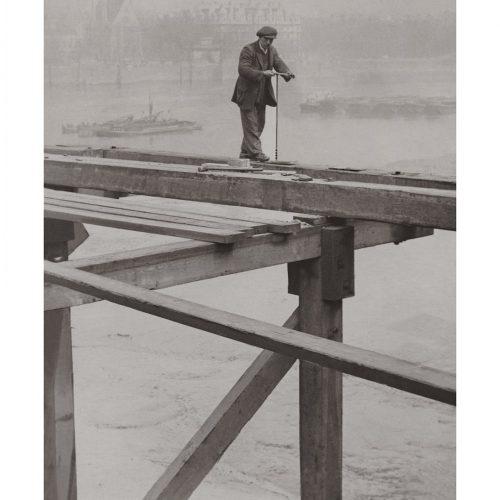 Photo d'époque Métiers n°45 - ouvrier bâtisseur du pont provisoire de Waterloo - Londres - Photographe Victor Forbin