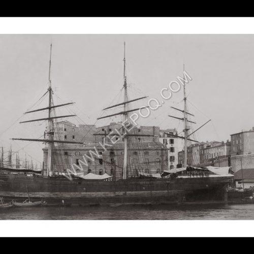 Photo d'époque Marseille n°16 - bateau de pêche accosté dans le port de Marseille