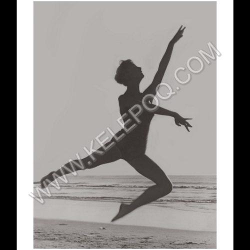 Photo d'époque SPORT n°71 - entrainement de danse classique sur la plage