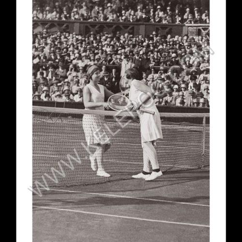 Photo d'époque SPORT n°72 - Miss Betty Nuthall vs Fraulein Aussem - 2ème tour Wimbledon - 22 juin 1927 - Photographe Victor Forbin