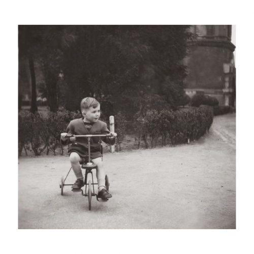 Photo d'époque Enfance n°27 - enfant sur un tricycle