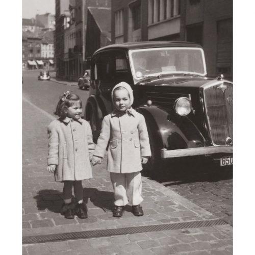 Photo d'époque Enfance n°28 - Deux petites filles en promenade