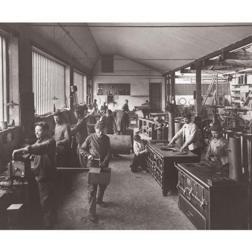 Photo d'époque Métiers n°47 - Fabrique de fourneaux