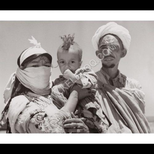 Photo d'époque Invitation au voyage n°14 - famille berbère - femme avec tatouage traditionnel