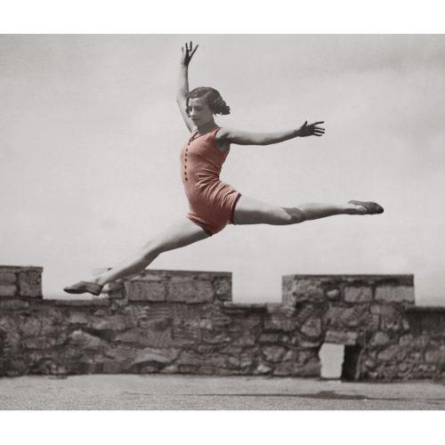 Photo d'époque Sport couleur n° 01 - Danse classique en bord de mer (70x105)