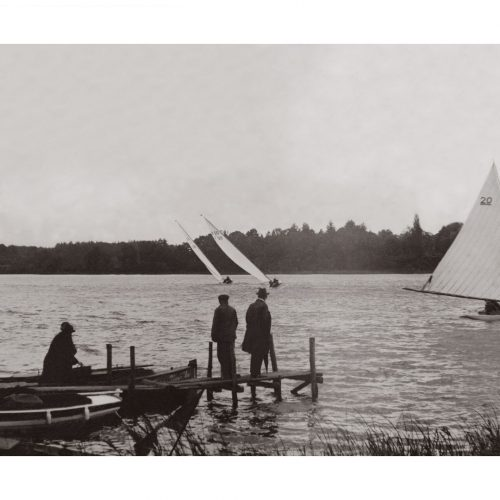 Photo d'époque Sur l'eau n°66 - régates à la voile sur l'Erdre en région nantaise