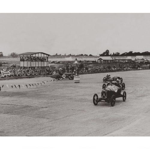Photo d'époque Automobile n°91 - virage en épingle à cheveux - course de 200 milles du Junior Car Club - Brooklands - septembre 1926 - Photographe Victor Forbin