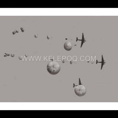 Photo d'époque Dans les airs n°32 - sauts en parachute années 1930