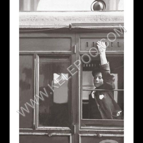 Photo d'époque Enfance n°32 - garçon à la fenêtre du train